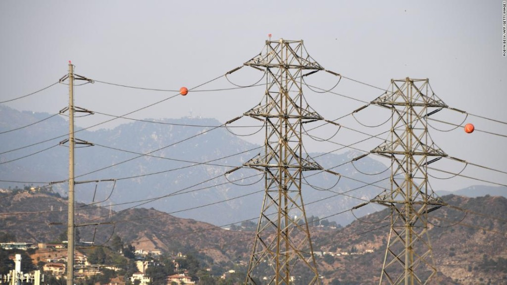 Thanksgiving power shutoffs are possible in Southern California because of wind and wildfire threats