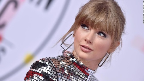 Taylor Swift calls out White House during VMAs acceptance speech