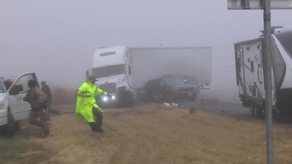 Video captures truck losing control at foggy Texas accident scene, leaving 2 hurt