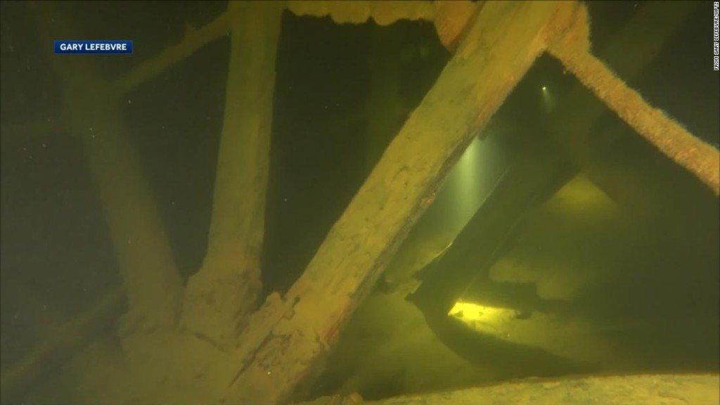 201-year-old steamship paddle wheels found in Lake Champlain