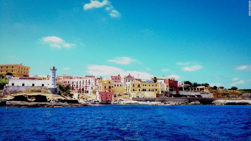 Italy's mermaid battle: Naples vs. Ventotene