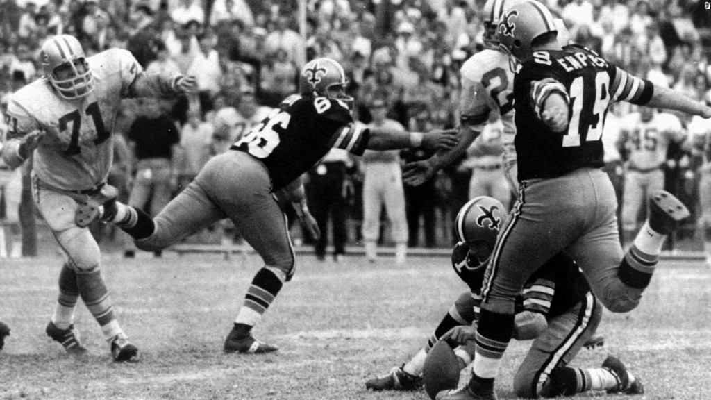 Tom Dempsey, NFL kicker who set a record for the longest field goal, dies of coronavirus