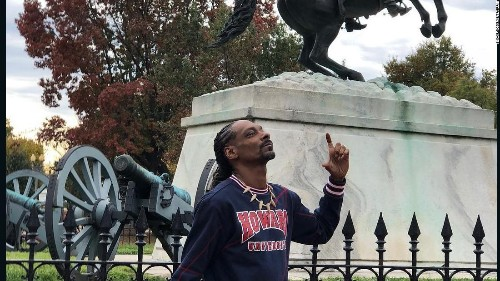 Snoop Dogg smokes a blunt in front of the White House