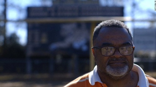 As Obama's term ends, thousands hope for clemency