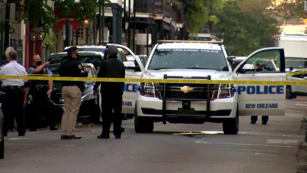 New Orleans police officer on patrol in French Quarter shot in face by pedicab passenger