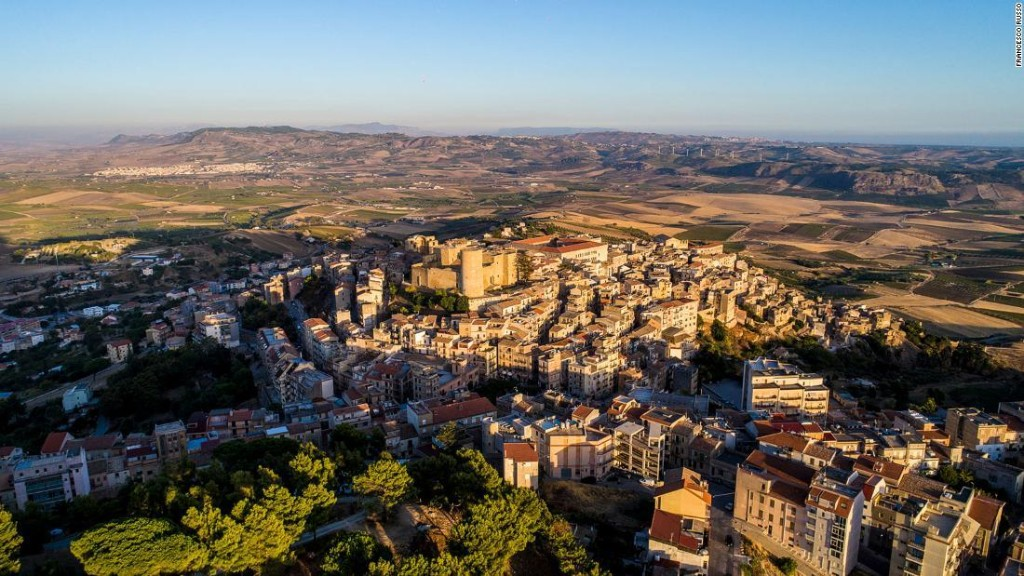 Italian town Salemi auctions homes for one euro