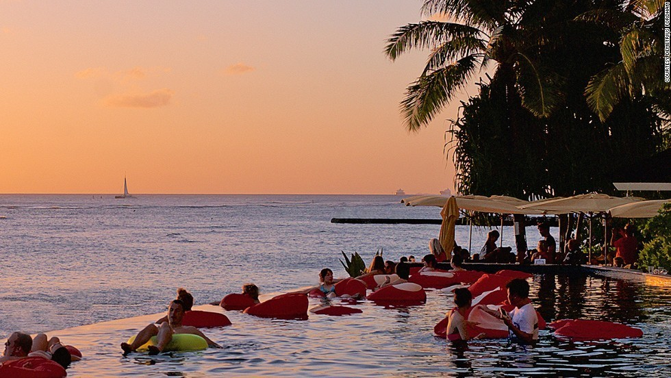 10 best beach bars in Hawaii