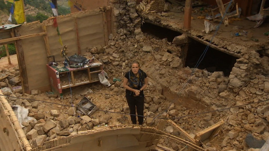 Nepal earthquake: Death toll passes 4,800 as rescuers face challenges