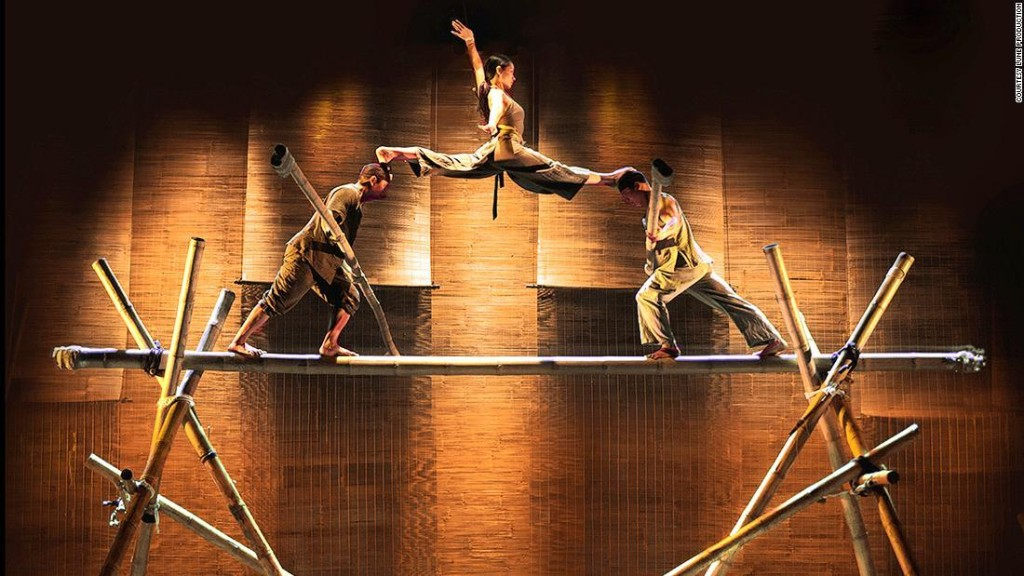 Lang Toi: The world's first bamboo circus show