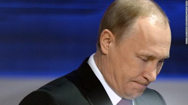 Russia debt closer to junk status