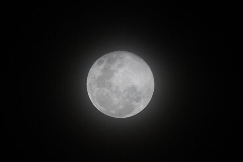 القمر العملاق ليلة 15 رمضان 2020.. ما حقيقة علاقة الظاهرة بالزلازل والفيضانات؟