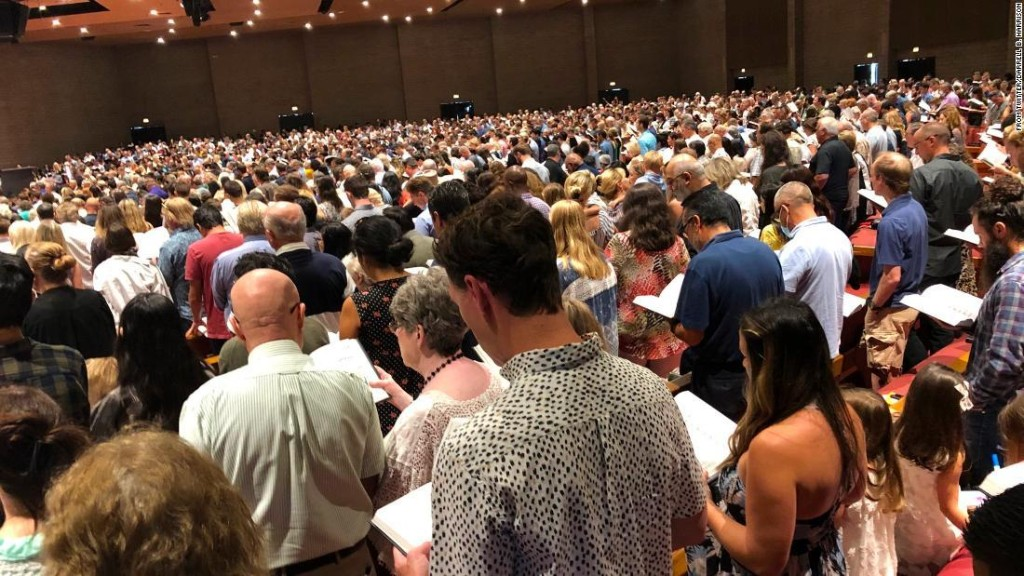 California church defies public health orders, holds indoor services for thousands with no social distancing