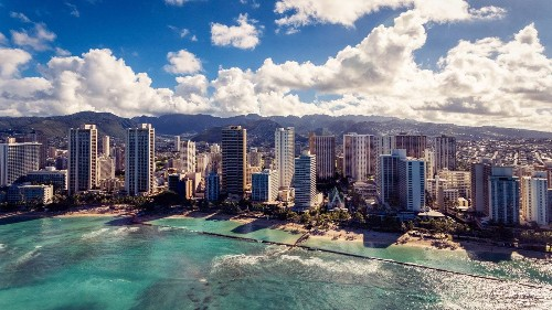 If You're Visiting Honolulu, Don't Look At Your Phone While Crossing the Street