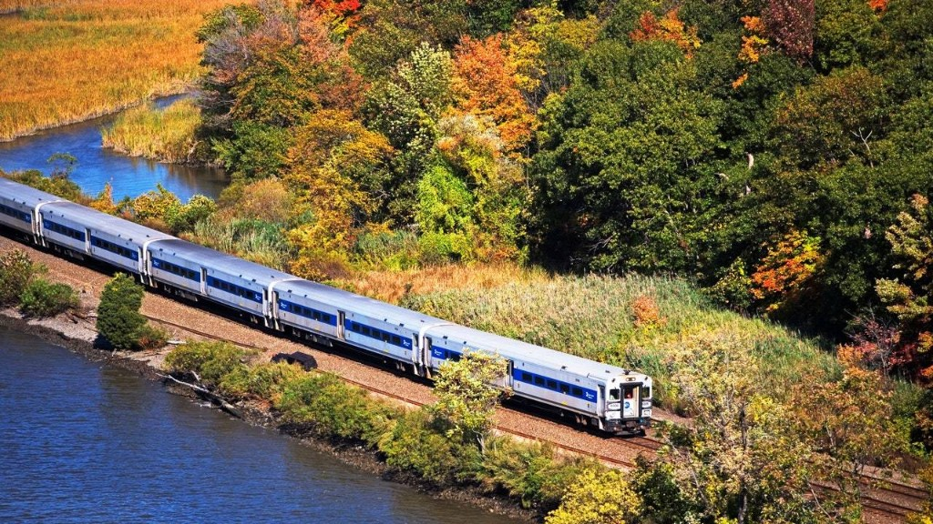 How to See the Best of the Northeast's Fall Foliage by Train