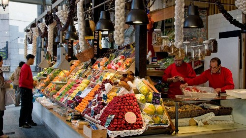 Madrid Residents Are Turning to Local Mercados Amid the Coronavirus