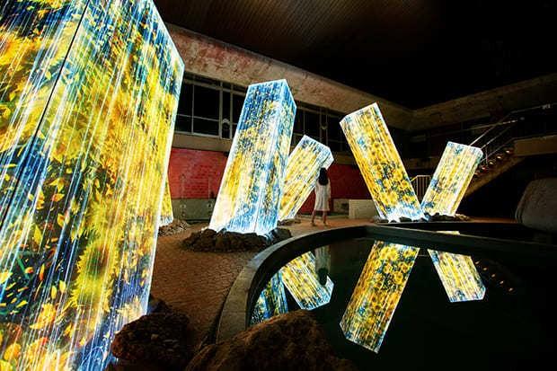 〈チームラボ かみさまがすまう森〉 武雄温泉・御船山楽園で、自然が織りなす光のアートを体感したい!