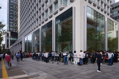 Apple fans line up around the world for iPhone 11, Apple Watch 5