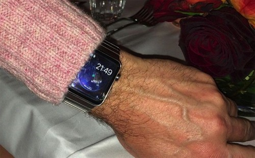 Apple Watch shows up on the arm of mystery man