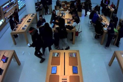 Police hunt men who robbed 2 Apple Stores | Cult of Mac