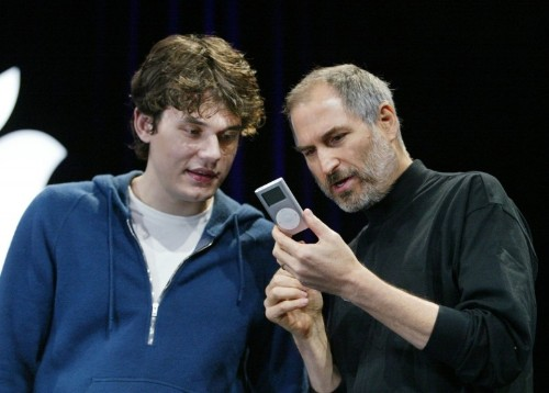 Steve Jobs' favorite musician thinks we're all going to own an Apple Watch