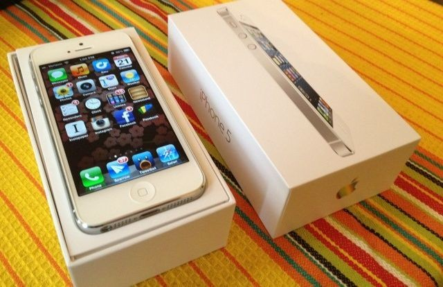 Teenager Gets New iPhone For Christmas… Along With 18-Point Contract From Mom