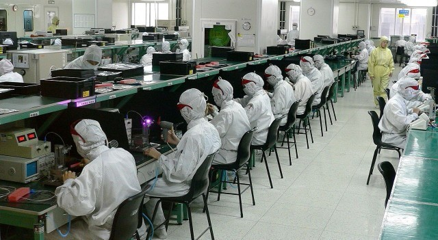 If you think iPhones are expensive now, try making them in USA