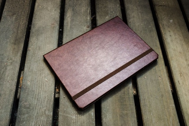 Finally, a leather Pad & Quill case that's light enough for an iPad Air