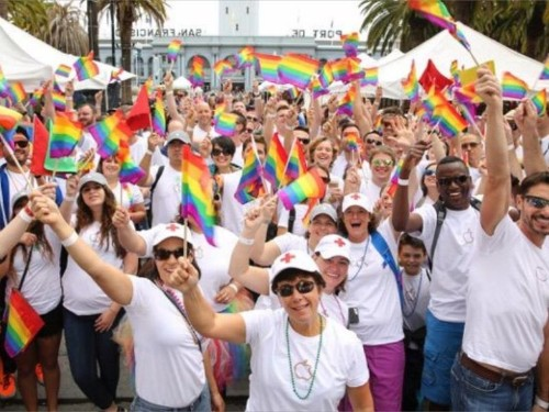 Tim Cook leads 8,000 Apple employees in Gay Pride Parade