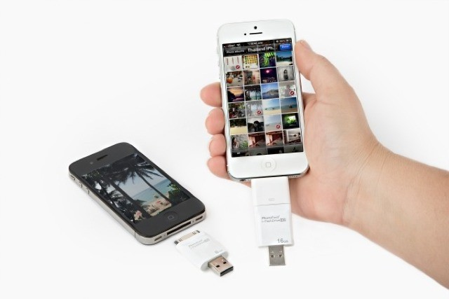 The iFlash Drive Slurps Excess Photos *Off* Your iPhone