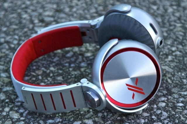 The Sony MDR-X10 Headphones: Absolutely The Best Bass Bang for Your Buck [Review]