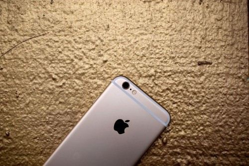 Review: Smaller iPhone 6 proves bigger isn't always better