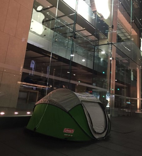 Someone's already camping out for iPhone 6s — and he's not even an Apple fan