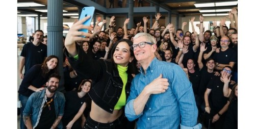 Tim Cook's Madrid vist highlights HomePod launch in Spain