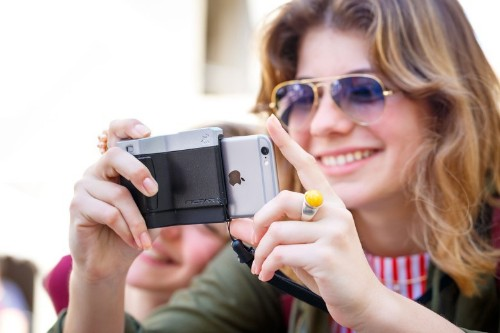 Pictar grip gives conventional camera feel to iPhone