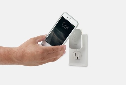 New magnetic charger lets you juice up iPhone wirelessly