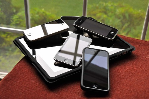 How to hand off your old iPhone to family or friends