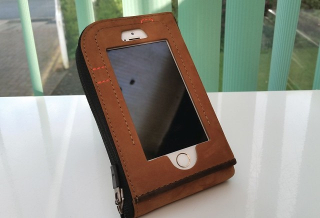CAZLET: A premium wallet case that provides instant access to your iPhone