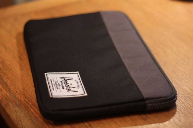 Herschel's Anchor Sleeve Holds Your MacBook Air — And Only That [Review]