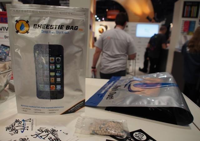 Bheestie Bag Is A Wet iPhone's Best Friend [CES 2014]