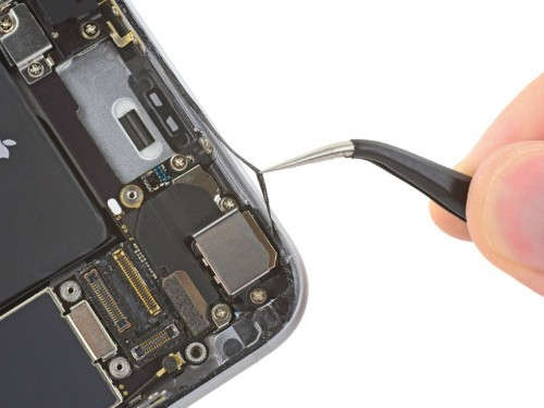 The magic that makes iPhone 6s so water-resistant