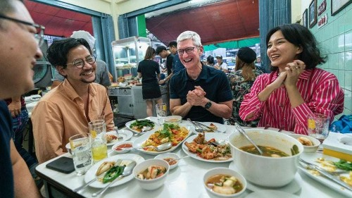 Tim Cook's tasty street food odyssey continues in Thailand