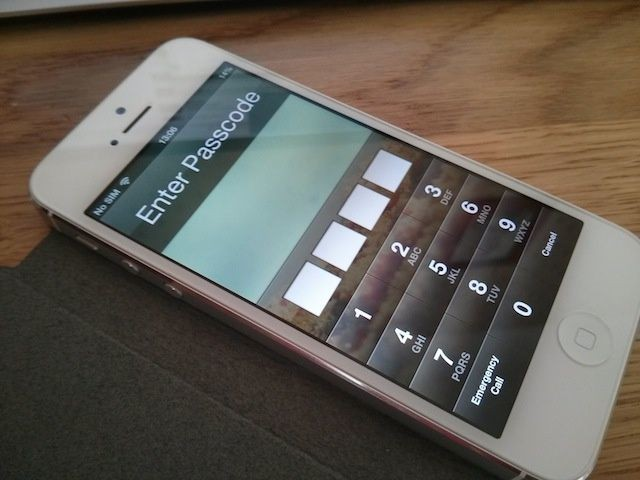 An All New iOS 6.1 Exploit Lets Hackers Bypass iPhone Lockscreen Without Passcode