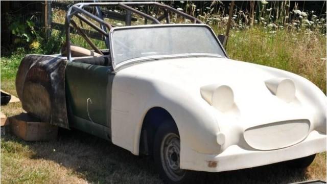 Toddler Buys Vintage Car On eBay Using Dad's iPhone