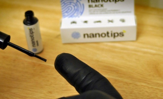 Nanotips turn any gloves into touch-screen gloves