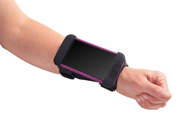 The Saddle Lets You Mount An iPhone Onto Your Wrist