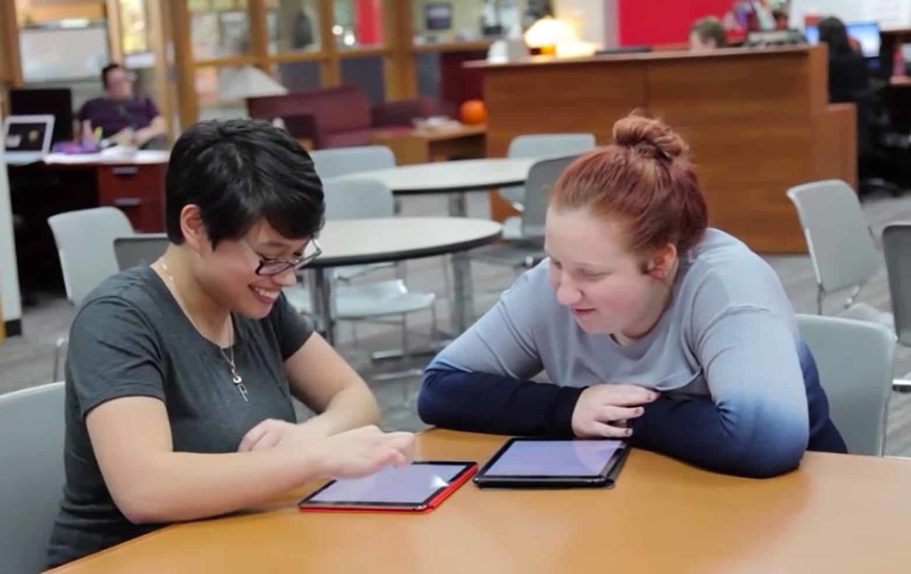 University leading a 'revolution' by giving students iPads | Cult of Mac
