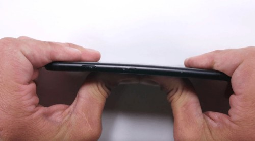 Scratch, flame and bend test puts iPhone 7 through its paces