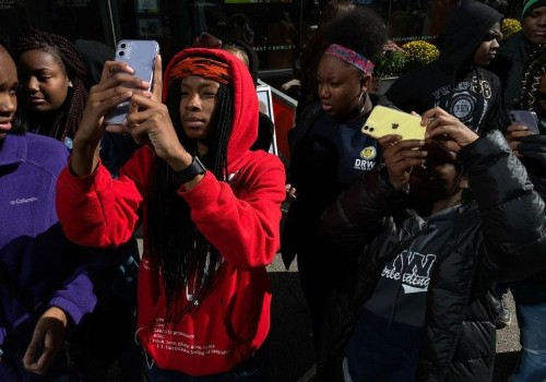 Chicago students with iPhones tell their stories of a city in photos