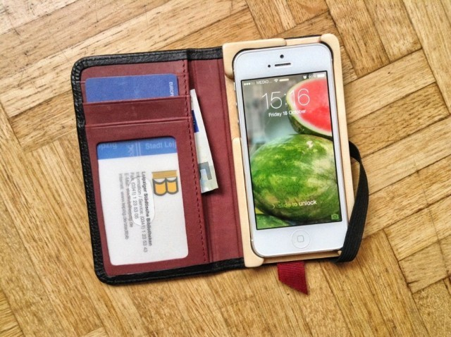 P&Q Luxury Pocket Book Is The iPhone Wallet Of Kings [Review]