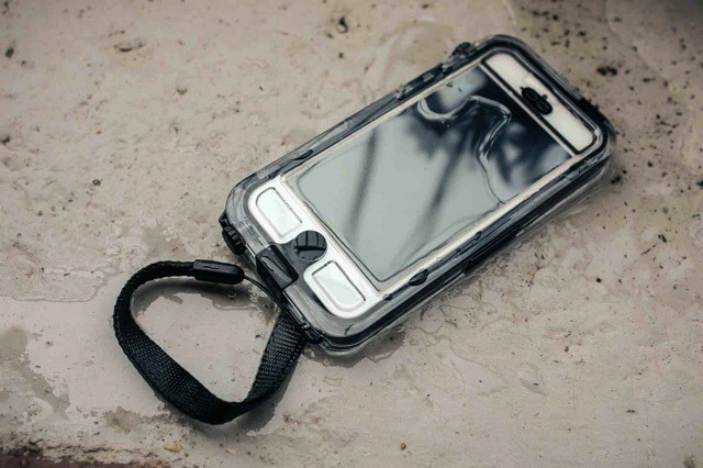 Griffin's Waterproof Survivor+Catalyst Is The Perfect iPhone 5 Beach Buddy [Review]